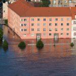 不動産投資の保険の水災補償は洪水・高潮・土砂崩れ・都市型水害の被害も補償される