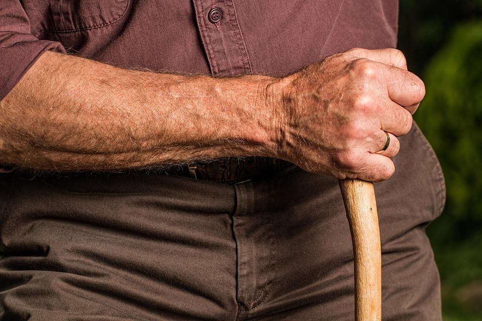 独居老人の賃貸受け入れのリスクを軽減するポイント
