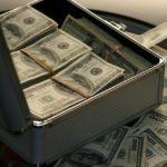 不動産投資でサラリーマンや公務員が受けられる融資の限度額とより多くの借り入れを行うには?