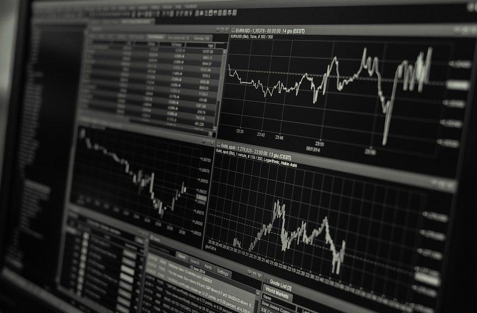 金融機関からの借り入れは変動金利でいくか固定金利でいくか?